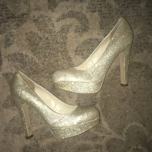 Guess Gold Sparkly Glitter Party Pumps 👠✨